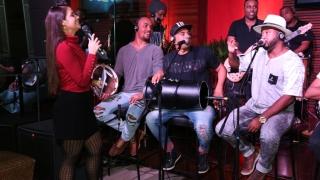 Roda de Samba da FM O Dia com grupo Voz Ativa